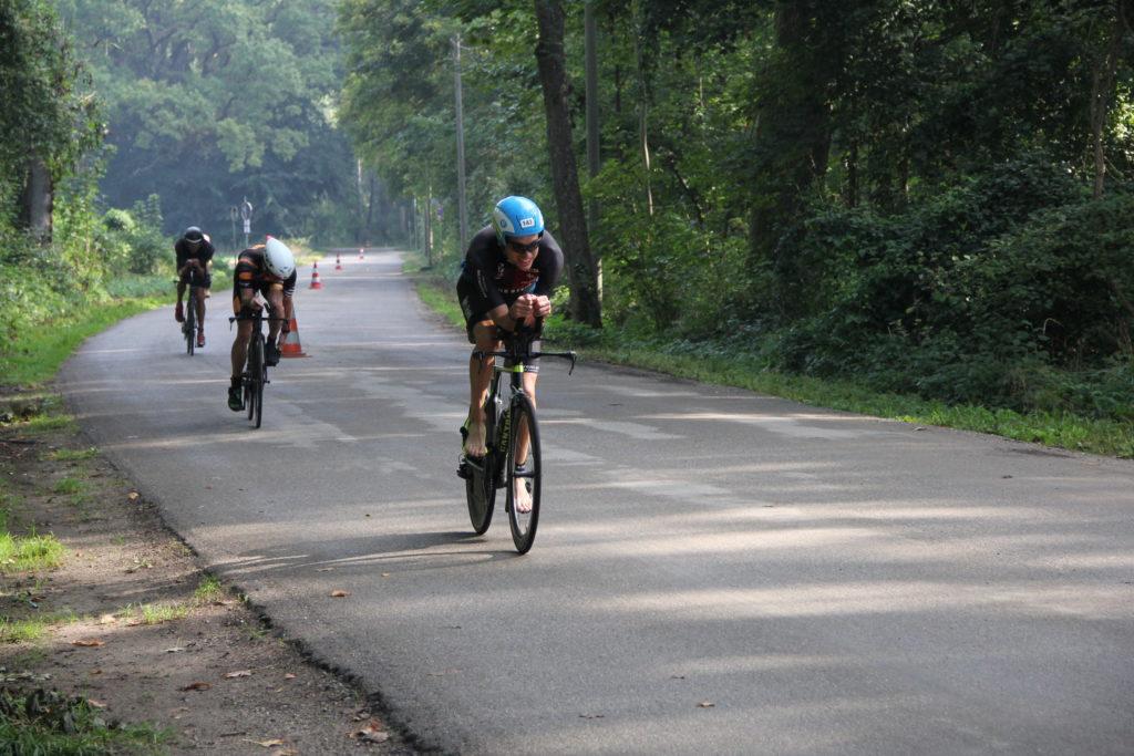 Leading the chase pack - zufrieden mit 297/303 Watt (Average/NP) - bedeutet 42,4km/h